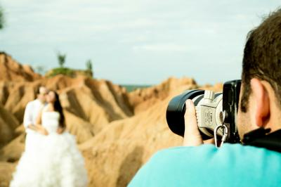 6 Wedding Photography Hacks You Don't Want To Miss
